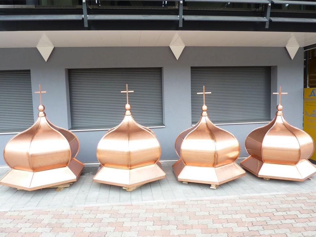 Restauro e ricostruzione di ornamenti in metallo per for Piani di costruzione di edifici in metallo